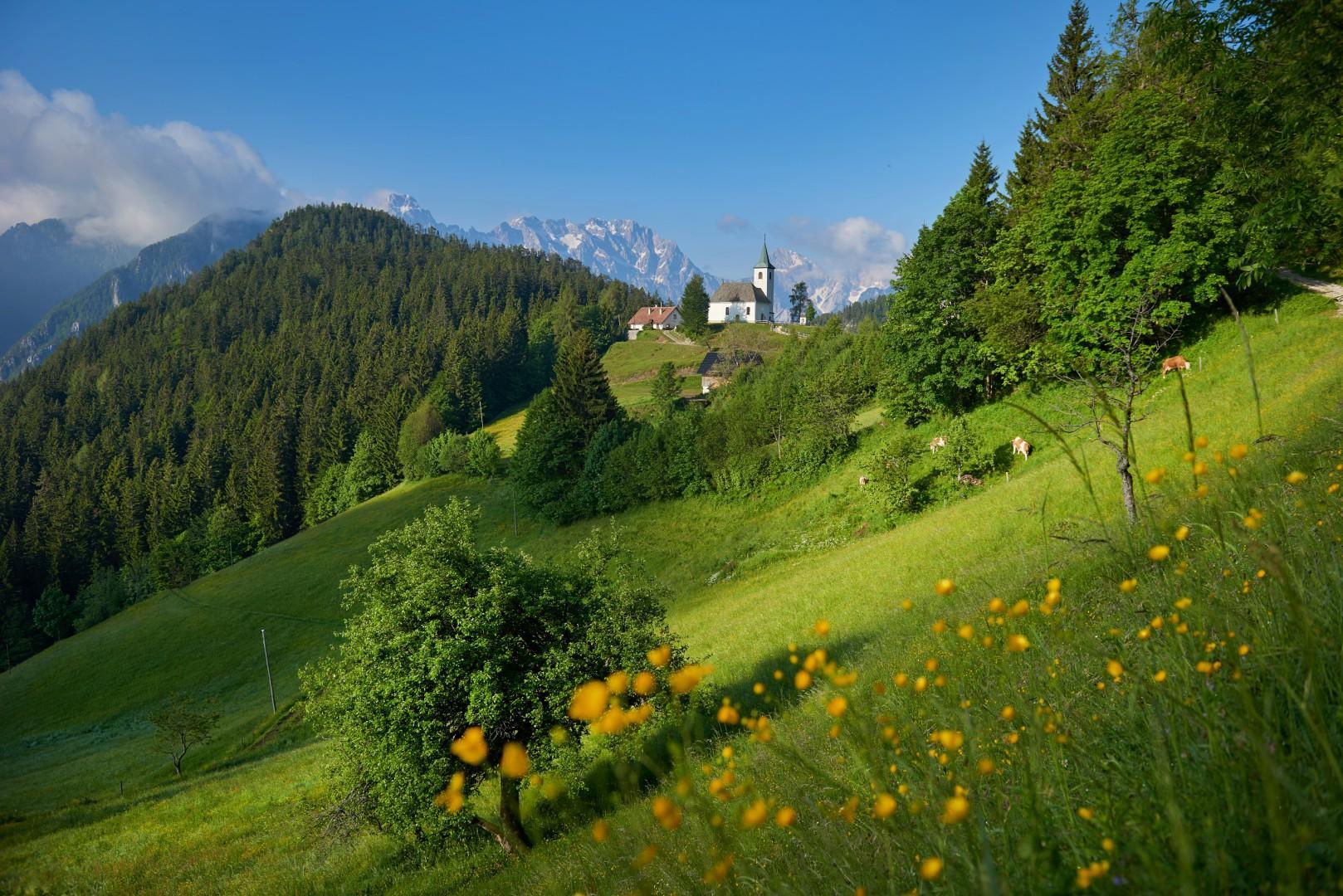 Solüavska-panoramska-cesta_Solüava-panoramic-road_Savinja-valley_Slovenia_photo-Tomo-jeseniünik_vir-sto