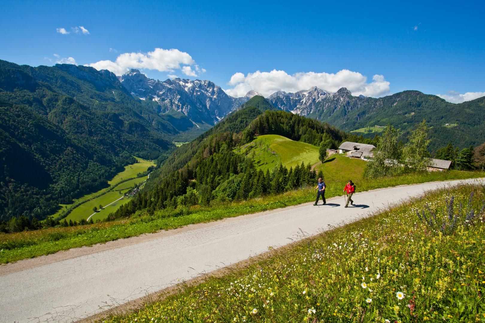 Solüavska-panoramska-cesta_pohodniÁtvo_Savinjska-dolina_Solüava-Panoramic-road_hiking-in-Slovenia_foto-JoÁt-Gantar